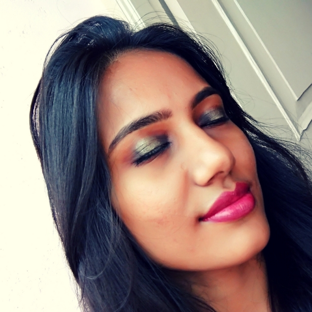 New Year party makeup look!! Smokey eyes with gold shimmer paired with scralett o hara crayon